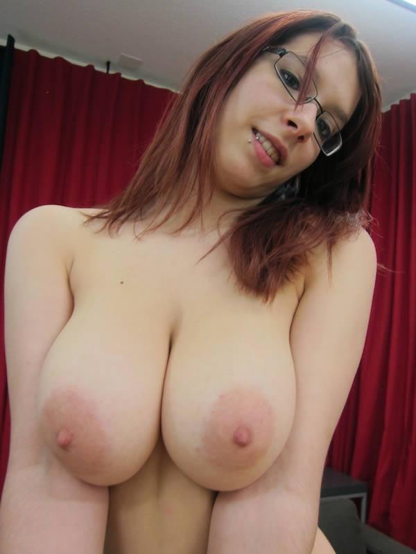 Mujer grande titty ordeñando sus tetas 10